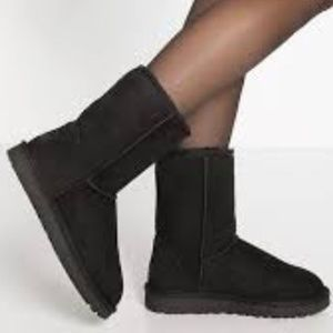 Ugg 5825 Classic Short Black Suede Boots Style 7